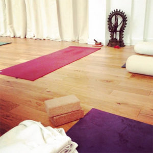 yoga-cours-tapis-sol