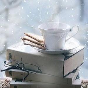 hiver-livre-tasse-café-thé-pause-carre
